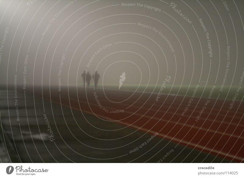 nebellauf ll Mensch Frau dunkel Sport Spielen Gesundheit Treppe Nebel mehrere laufen Streifen Eisenbahn Rasen Geländer sportlich Strahlung