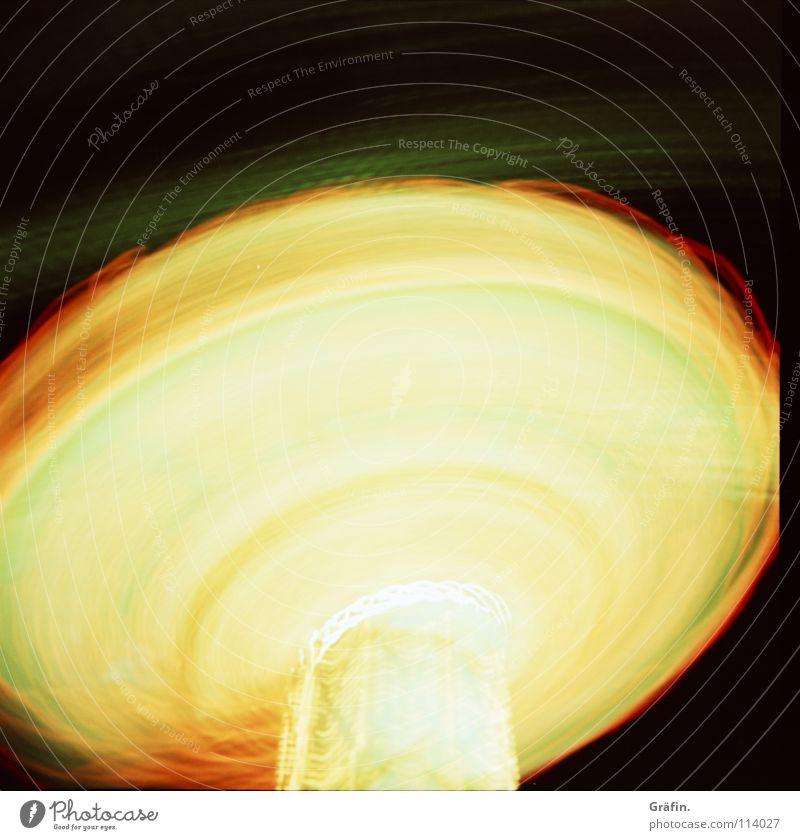Schleuder Jahrmarkt Kettenkarussell drehen Geschwindigkeit Verwirbelung Licht Lichtgeschwindigkeit Karussell Glühbirne Lampe Lichtstreifen Langzeitbelichtung
