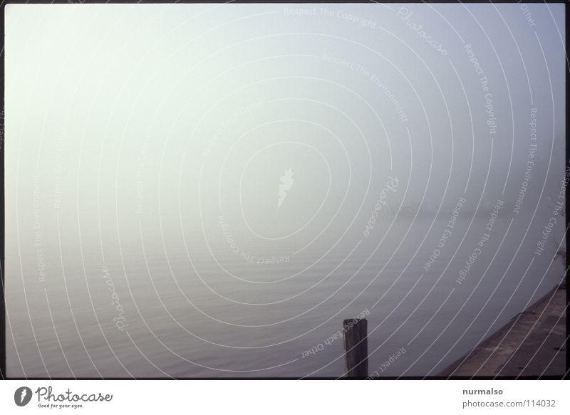 Nebel des Grauens 7 Natur Wasser Strand Herbst grau Regen Landschaft Wasserfahrzeug Küste Angst Wassertropfen Horizont trist Fluss Hafen