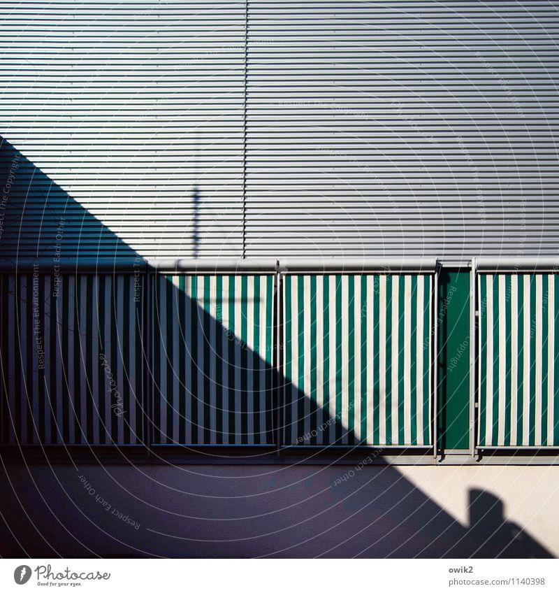 Distanz Stadt Fenster Linie Ordnung Dekoration & Verzierung geschlossen diagonal eckig ernst seriös Markise Jalousie Sichtschutz streng geschäftlich
