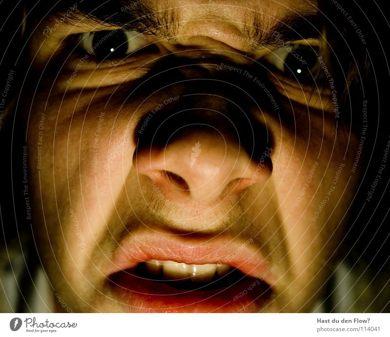 WAAAAAAAS? Ärger Wut platzen bleich schwarz weiß Nasenloch Wimpern Augenbraue braun Stirn Stirnfalte distanzieren Trauer sprechen Grimasse maskulin seltsam