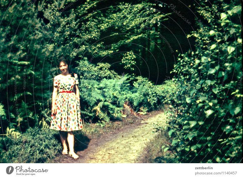 Ursel, 1958 Mensch Frau Natur Ferien & Urlaub & Reisen Sommer Junge Frau Erholung Einsamkeit Landschaft Wald Mode wandern einzeln Textfreiraum Fußweg Kleid