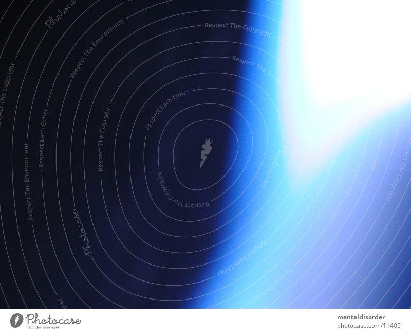 blauer Schein Licht weiß schwarz Hintergrundbild Gießkanne Experiment Verlauf Fototechnik Lichterscheinung flow