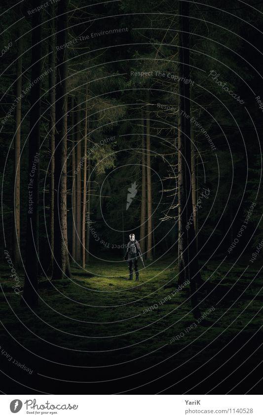 dark woods Mensch Kind Jugendliche Mann Baum Einsamkeit Junger Mann 18-30 Jahre dunkel Wald schwarz Erwachsene maskulin Angst 13-18 Jahre warten