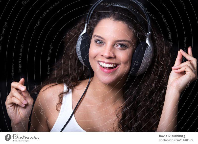 Lieblingssong Mensch Jugendliche Junge Frau 18-30 Jahre Erwachsene Gesicht Auge feminin Glück Haare & Frisuren Feste & Feiern Kopf Party Zufriedenheit Musik Tanzen