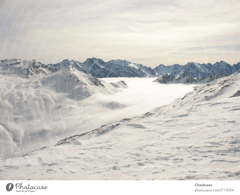 Nebelfluss Wolken Wolle Watte Kanton Graubünden weiß Meer Nebelmeer kalt Gipfel grau nass Winter Schweiz Himmel Berge u. Gebirge Schnee Fluss