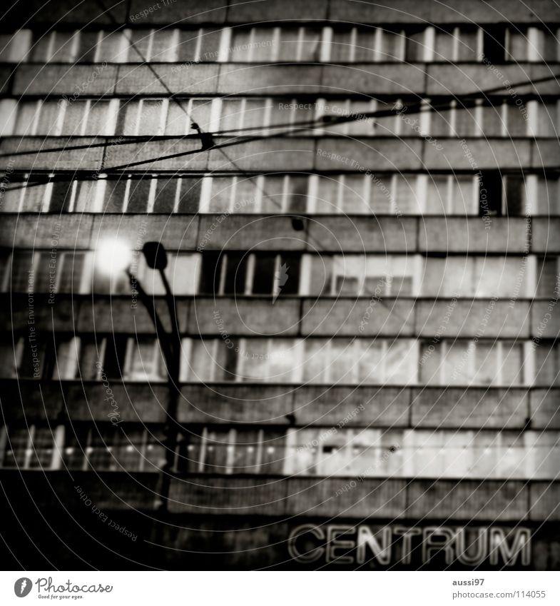 Centrum Stadt grau Beton Fassade Trauer Mitte Verzweiflung Verkehrswege DDR Wiedervereinigung Oberleitung Magdeburg Blühende Landschaften
