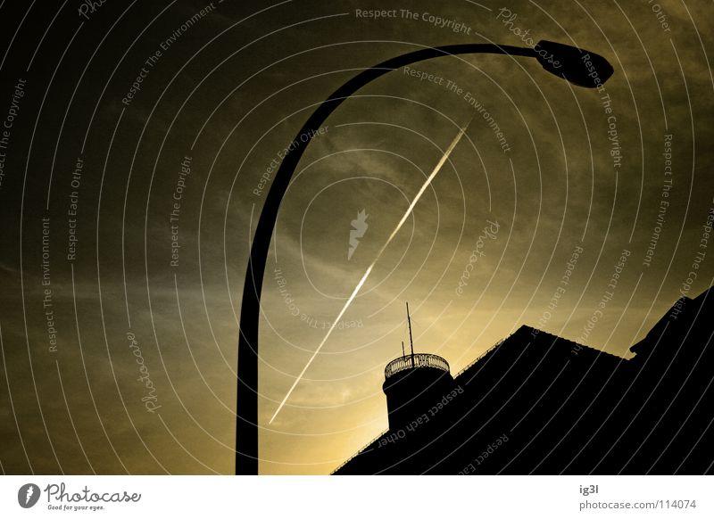 zielschiessen - licht an! Laterne Licht dunkel schwarz Außenaufnahme Krieg gekrümmt rund Wolken braun gelb beige Dach Lichtschalter Elektrisches Gerät