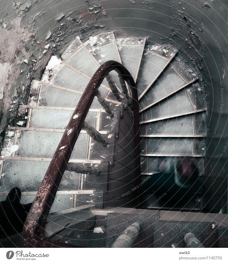 Hase und Igel Mensch alt Wand Wege & Pfade Mauer Kopf Fuß Treppe laufen Vergänglichkeit Fitness Verfall rennen Treppenhaus Treppengeländer unten