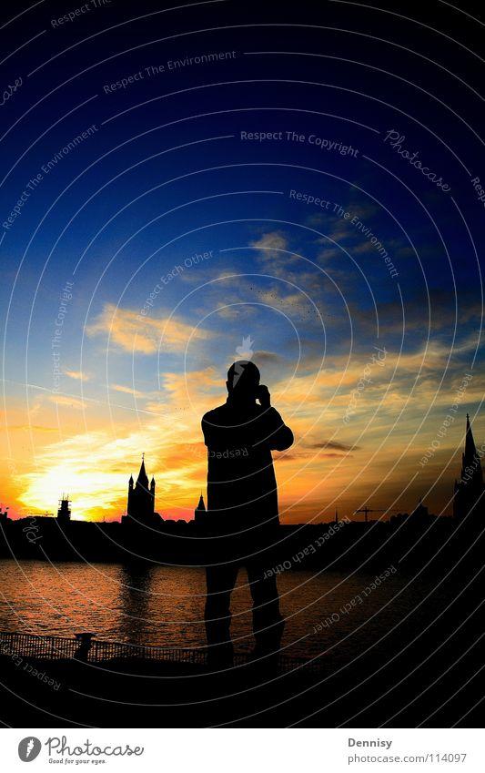 Der Fotograf Wasser Himmel Sonne blau Stadt gelb dunkel hell Stimmung Fotografie Kunst Fluss stehen Kultur Bild Köln