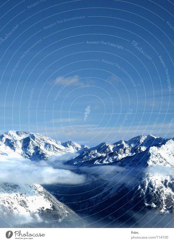 minus_fünfzehn Wolken Gletscher weiß Wolkenband Berghang Hochgebirge Schweben Schneekristall Flocke Gipfel träumen Tiefschnee Winter Himmel blau