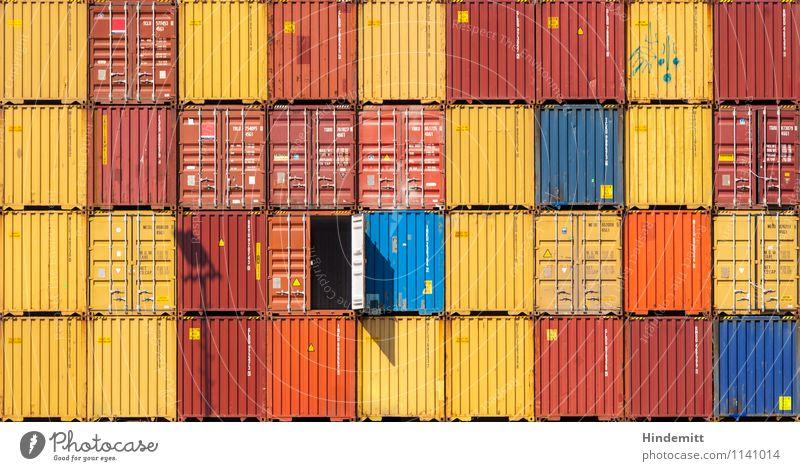 Tritt ein, bring Glück herein! Verkehr Güterverkehr & Logistik Schifffahrt Hafen Schienenverkehr Bahnhof außergewöhnlich frech groß rebellisch blau gelb orange