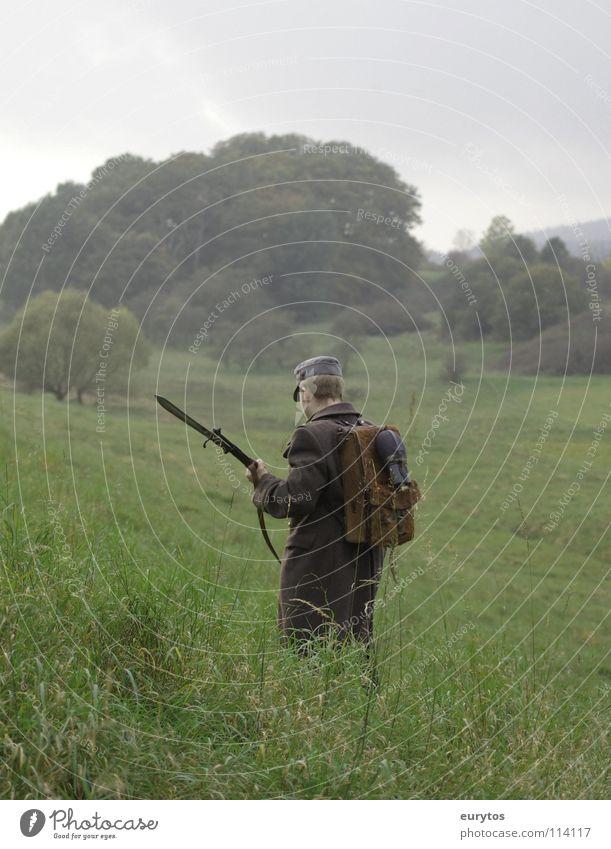 still alive.. Mann Natur Baum Wolken Wald Wiese grau Weide Krieg obskur Mantel kämpfen Soldat Rucksack Vorderseite Armee