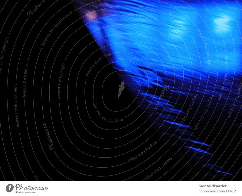 Licht blau schwarz Werbung Haus Geschwindigkeit Fototechnik Unschärfe Strukturen & Formen Fensterscheibe Regen nebenbei