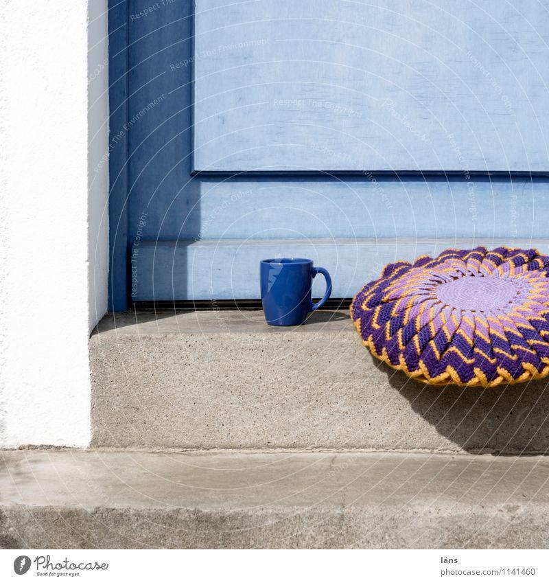 spießig l Kaffeepause ruhig Wand Mauer Treppe Tür Getränk einzigartig Pause Kaffee Kissen Becher Handarbeit