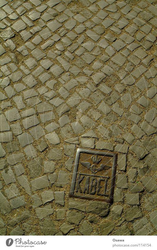 Heidi Eisen Gußeisen Kopfsteinpflaster Granit Bodenbelag Platz Friedrichshain Verkehrswege Kabel Schilder & Markierungen Flügel Rost Stein Straße Ostkreuz