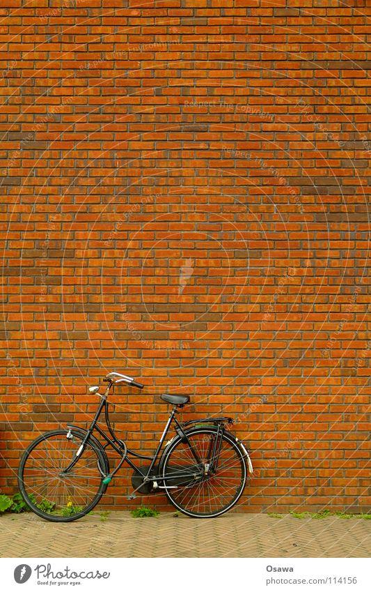 Fahrrad ohne PC Cut Haus Straße Wand Stein Mauer Gebäude Fahrrad Backstein Bürgersteig parken Raster Niederlande Fuge anlehnen Amsterdam