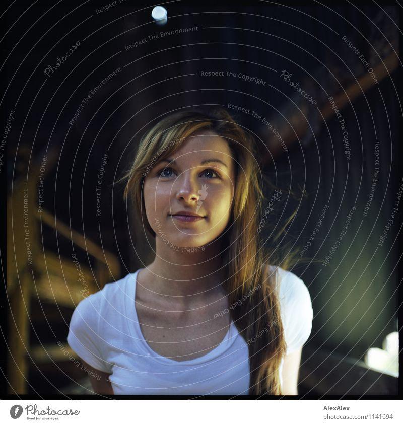 pZ2 | Vici Jugendliche schön Junge Frau 18-30 Jahre Erwachsene Gesicht feminin außergewöhnlich Idylle frisch ästhetisch Lächeln Schönes Wetter einzigartig