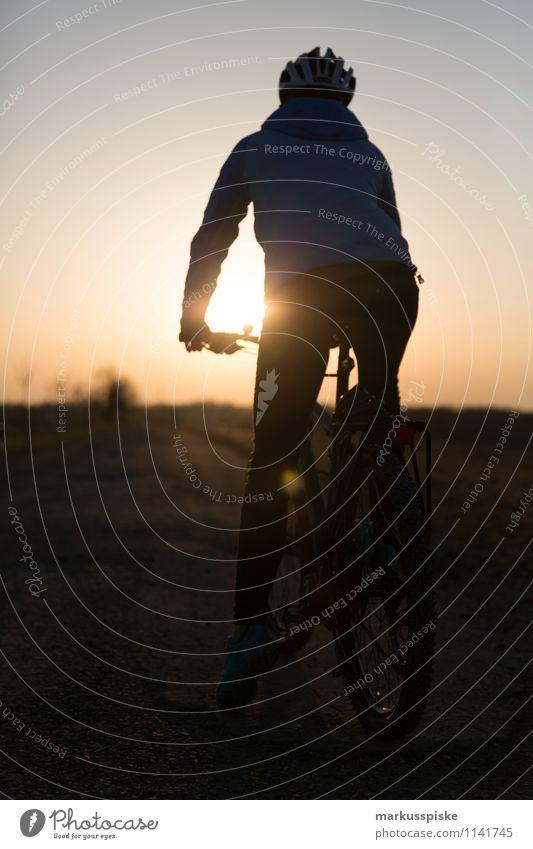 mountainbike Ferien & Urlaub & Reisen Jugendliche Sommer Junge Frau Hand Freude 18-30 Jahre Ferne Erwachsene Leben feminin Gesundheit Glück Beine Lifestyle