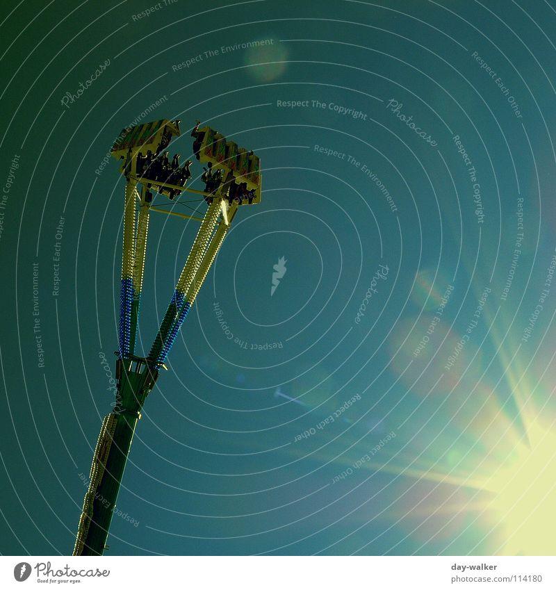 Der Sonne entgegen Himmel Sonne Freude Farbe Gefühle Luft Geschwindigkeit Freizeit & Hobby Jahrmarkt Schweben Ausstellung Schwung Kick Herz-/Kreislauf-System