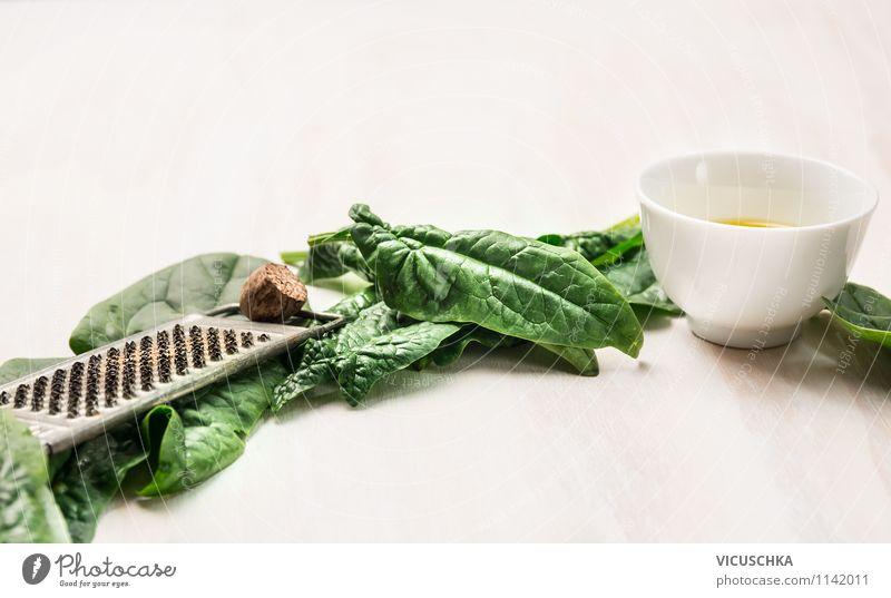Spinat , Öl und Reibe mit Muskatnuss grün Gesunde Ernährung Leben Stil Essen Foodfotografie Lebensmittel Design Tisch Kochen & Garen & Backen Kräuter & Gewürze
