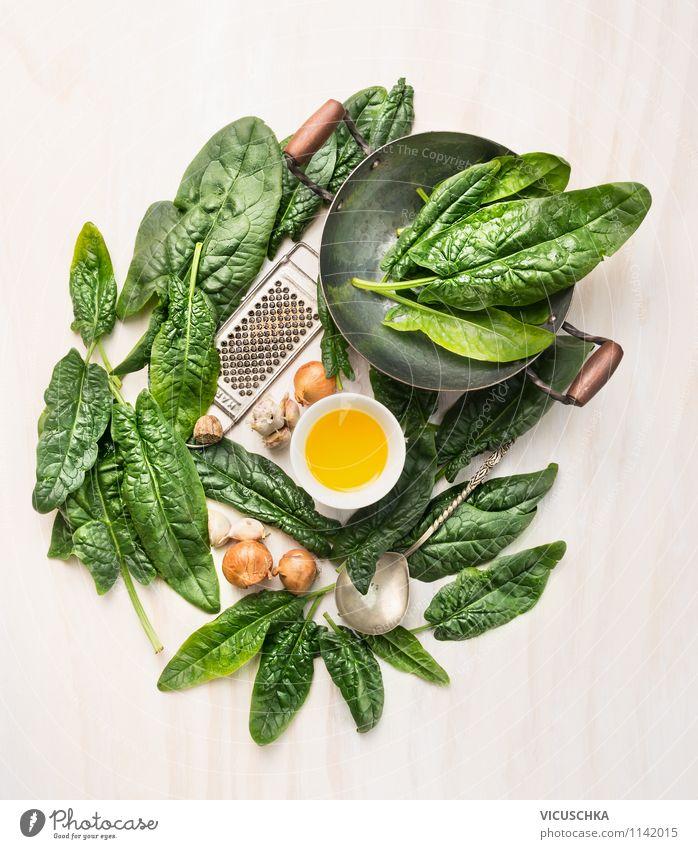 Frische Spinatblätter zubereiten Lebensmittel Gemüse Salat Salatbeilage Kräuter & Gewürze Öl Ernährung Mittagessen Abendessen Bioprodukte Vegetarische Ernährung
