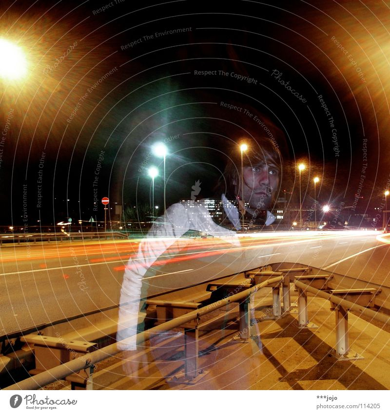 the traffic and the ghost. Verkehr Autobahn Nacht Abzweigung Mann Langzeitbelichtung Stadt Straßenbeleuchtung Laterne Selbstportrait durchsichtig steet road