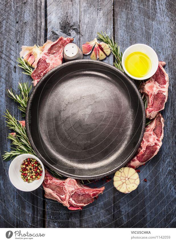 Leere Teller mit Lammkotelett Zubereitung Lebensmittel Fisch Kräuter & Gewürze Öl Ernährung Mittagessen Abendessen Bioprodukte Diät Schalen & Schüsseln Stil