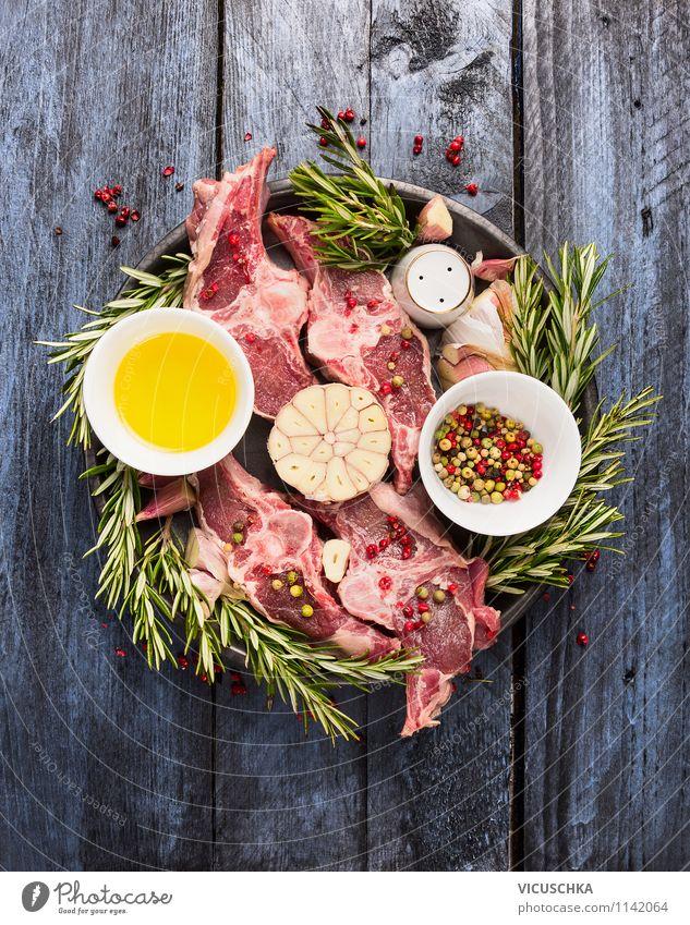 Rohe Lammkotelett mit Öl, Rosmarin und Gewürze Gesunde Ernährung Leben Stil Speise Foodfotografie Lebensmittel Design Tisch Kochen & Garen & Backen Küche
