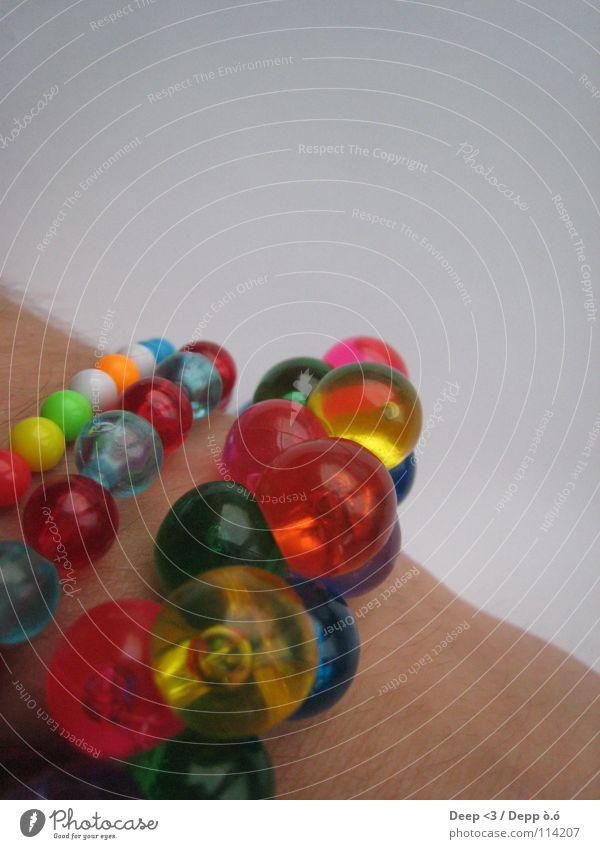 Einbisschen Farbe bitte die 2. grün blau rot gelb Farbe Haare & Frisuren Haut Arme rosa Kugel Reichtum Perle Kette Gelenk Armband
