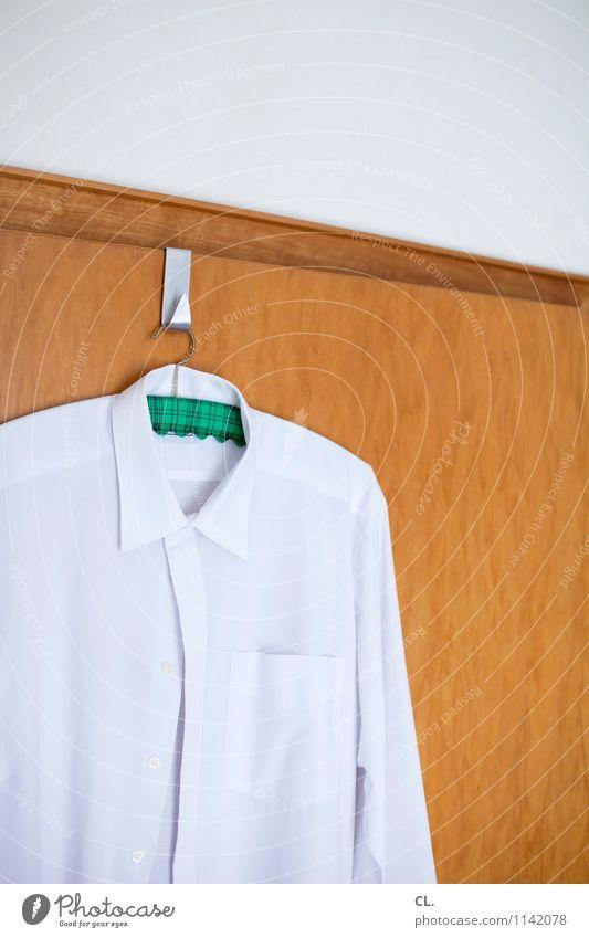 das gute hemd Häusliches Leben Wohnung Raum Tür Mode Bekleidung Hemd Kleiderbügel Haken weiß Ordnungsliebe Reinheit Farbfoto Innenaufnahme Menschenleer Tag