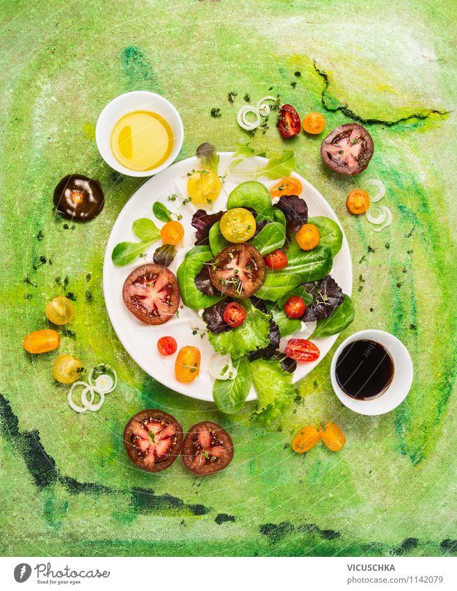 Salat mit Tomaten Variationen und Dressings Farbe Sommer Gesunde Ernährung Leben Stil Speise Hintergrundbild Lebensmittel Design frisch Tisch Kräuter & Gewürze