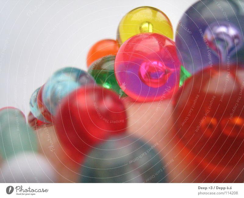 Ein bisschen Farbe bitte die 3. grün blau rot gelb Farbe Haare & Frisuren Haut Arme rosa Kugel Reichtum Perle Kette Gelenk Armband
