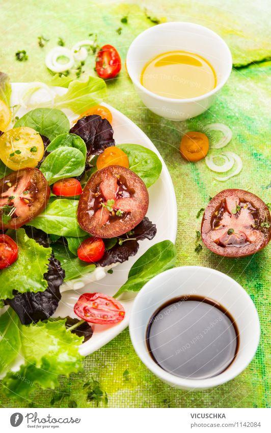 Tomatensalat mit verschiedenen Dressings Sommer Stil Speise Lebensmittel Lifestyle Design Ernährung Kräuter & Gewürze Gemüse Bioprodukte Schalen & Schüsseln