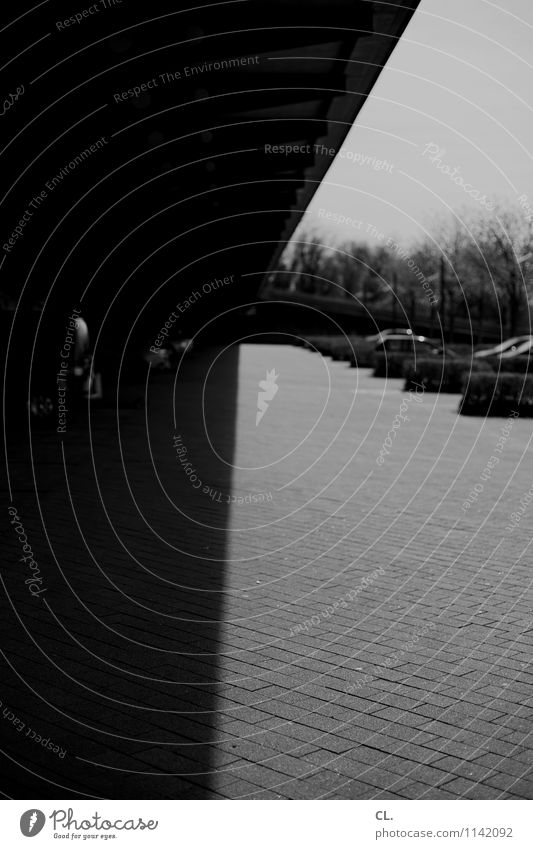 klare kante Platz Brücke Bauwerk Architektur Verkehr Verkehrsmittel Verkehrswege Straßenverkehr Autofahren Wege & Pfade Parkplatz Parkplatzmangel PKW trist