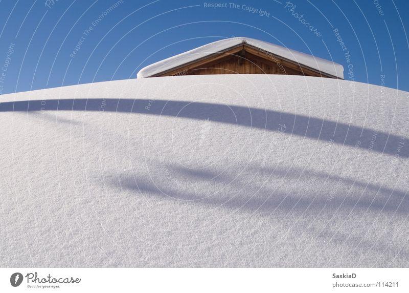 Im Schnee Schneeberg Schweiz Winterurlaub unberührt alpin Schneehütte frisch Natur skiferien Hütte Schatten Himmel Klarheit