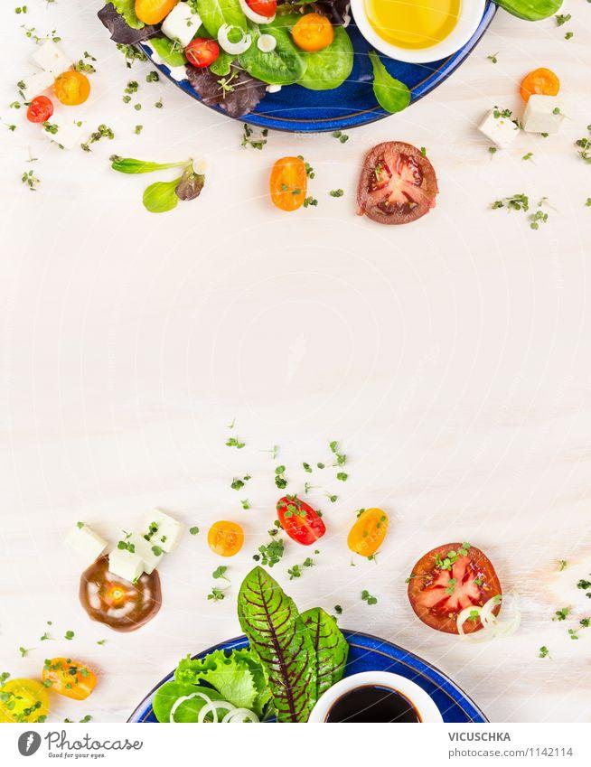 Frischee Sommer Salat mit Tomaten und Fetakäse Gesunde Ernährung Leben Stil Speise Hintergrundbild Garten Lebensmittel Lifestyle Design Tisch Kräuter & Gewürze