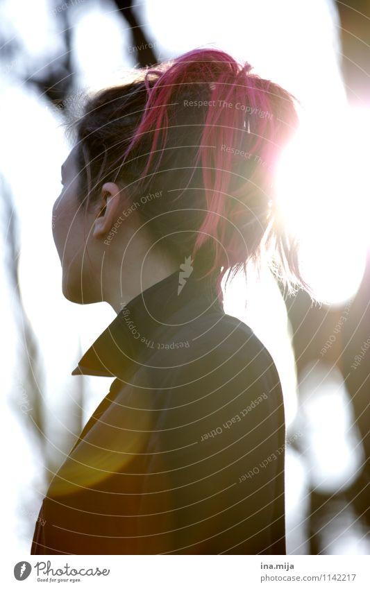 Eine Welt voller Lichtblicke? Mensch Frau Jugendliche Junge Frau 18-30 Jahre dunkel schwarz Erwachsene Leben Traurigkeit Gefühle feminin Tod Stimmung rosa