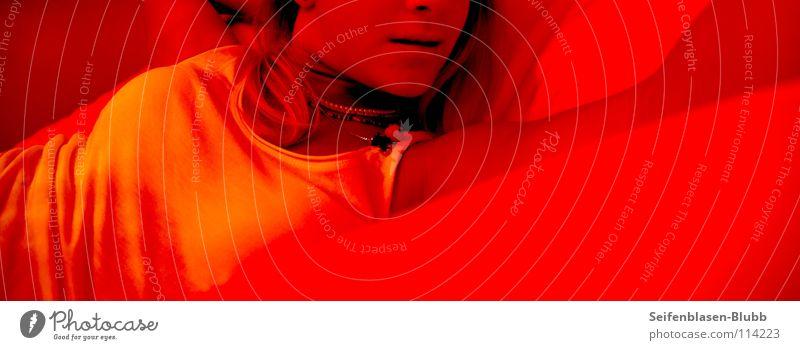Sexuell frustriert Frau weiß Sommer Farbe Einsamkeit lachen Musik Deutschland orange warten liegen Europa weich Top gemütlich grinsen