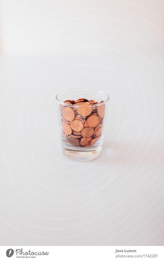 Indianergeld weiß Glas einfach Geld sparen wenige voll Geldmünzen sparsam sehr wenige kupfer Cent