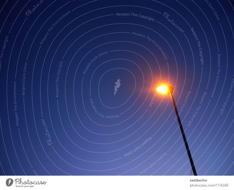 Licht Lampe Laterne Weihnachtsstern Erkenntnis Nacht himmelblau Himmel Dinge hell Beleuchtung Stern (Symbol) Polarstern leitstern Abend