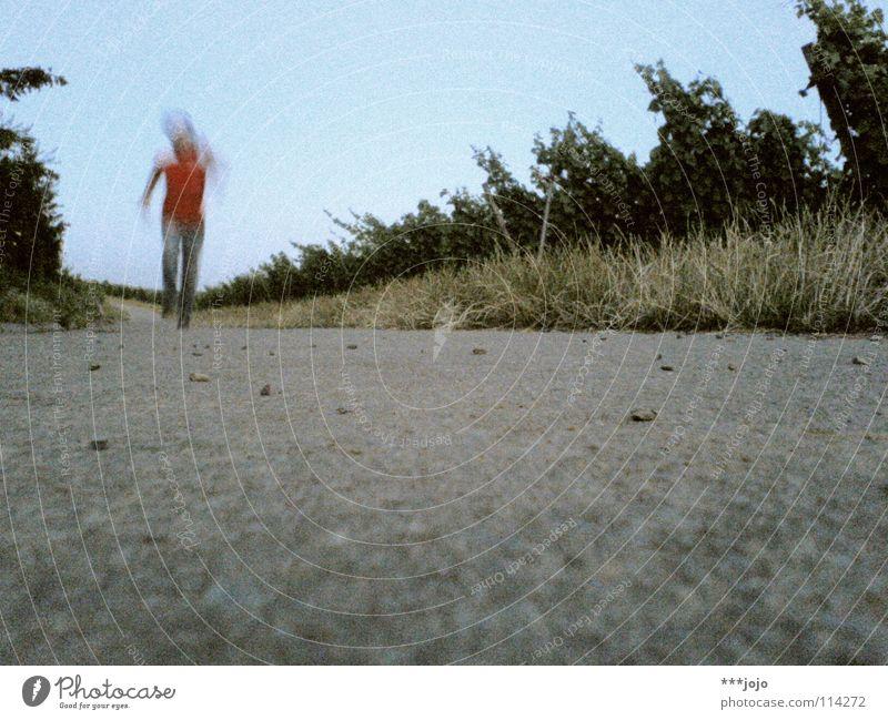 movimento. Unschärfe Geschwindigkeit Leichtathletik 100 Meter Lauf Eile Fußweg Mann Junger Mann Joggen Jogger Bewegungsunschärfe retro Selbstportrait Gesundheit