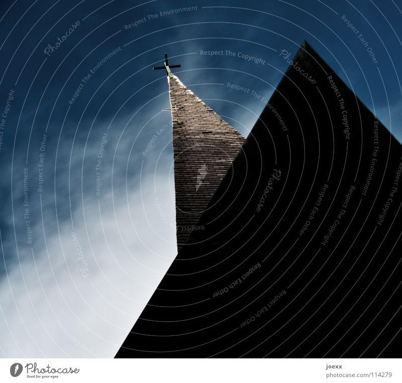 Kirchenschiff Himmel blau Wolken Religion & Glaube Rücken Turm Dach Spitze Geometrie Dreieck Dachziegel Gotteshäuser Kirchturm Musiker Holzdach