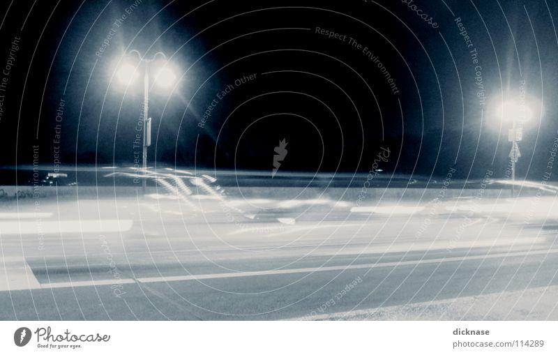 Lichtgestalt Nacht Langzeitbelichtung warum Experiment Verkehr Abend langezeit keine planen ästhetik durch überbelichtung Versuch Straße PKW Brücke m&m warten
