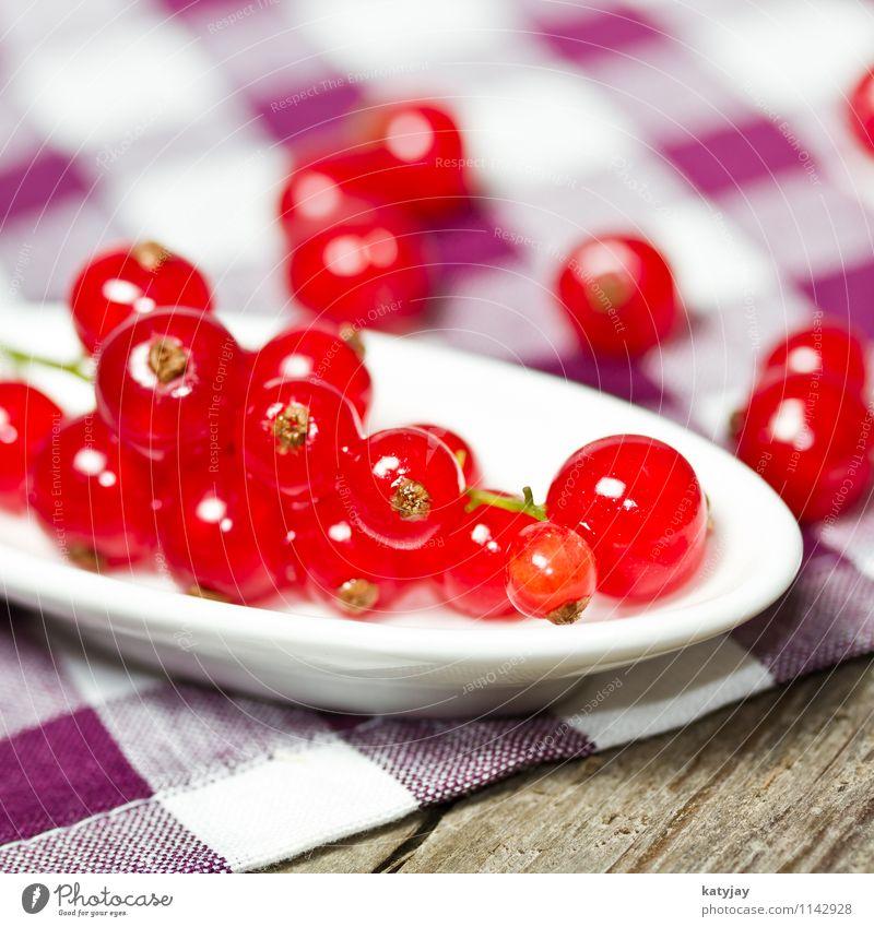 Johannisbeeren Beeren Beerensträucher Dessert Ernährung Gesunde Ernährung Speise Essen Foodfotografie Holz Holztisch Tisch Frucht Gartenobst grün Lebensmittel
