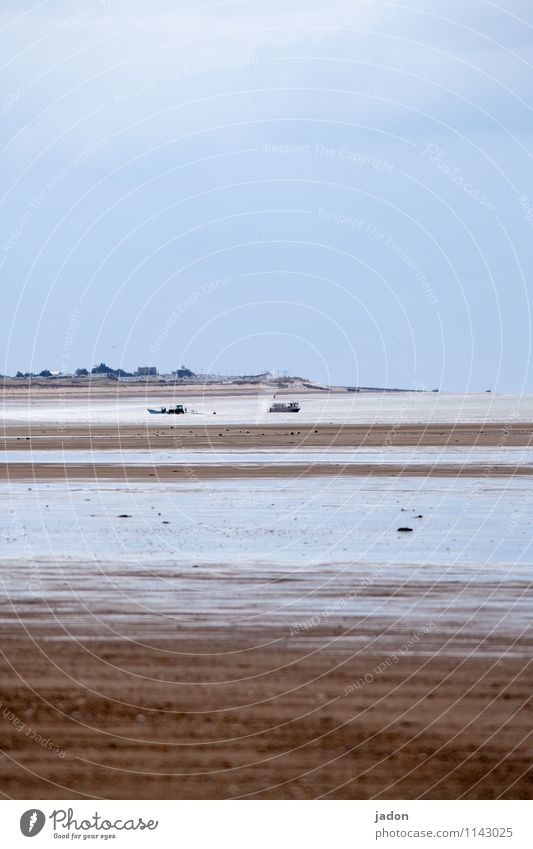 menschen und meer. Team Mensch Menschengruppe Umwelt Natur Landschaft Sand Horizont Wellen Küste Strand Bucht Meer Atlantik Fischerboot