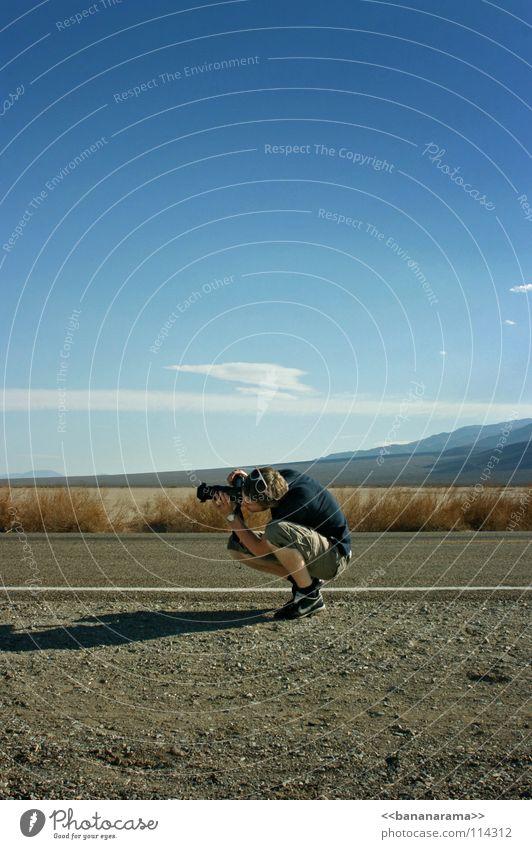 Der perfekte Schuss Fotograf Death Valley National Park flach heiß Fotografie Mann Amerika Wolken Momentaufnahme Nevada Ferien & Urlaub & Reisen USA Erde Sand
