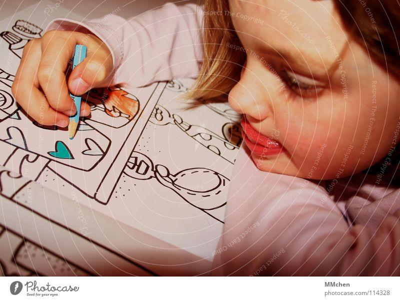 NICHT über den Rand malen Kind Mädchen blau Freude lustig Herz Beginn Freizeit & Hobby neu Bad Bild streichen Konzentration Kreativität zeichnen Langeweile