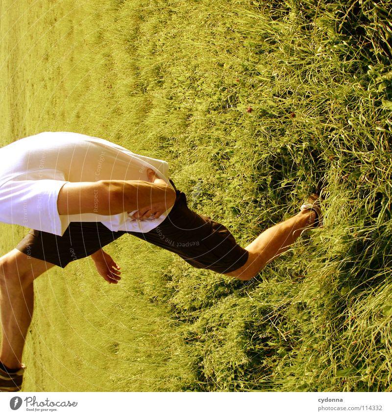 Ich geh dann mal ... Mensch Mann Natur grün schön Pflanze Sommer Freude Landschaft Leben Wiese Gefühle Freiheit Gras Bewegung Frühling
