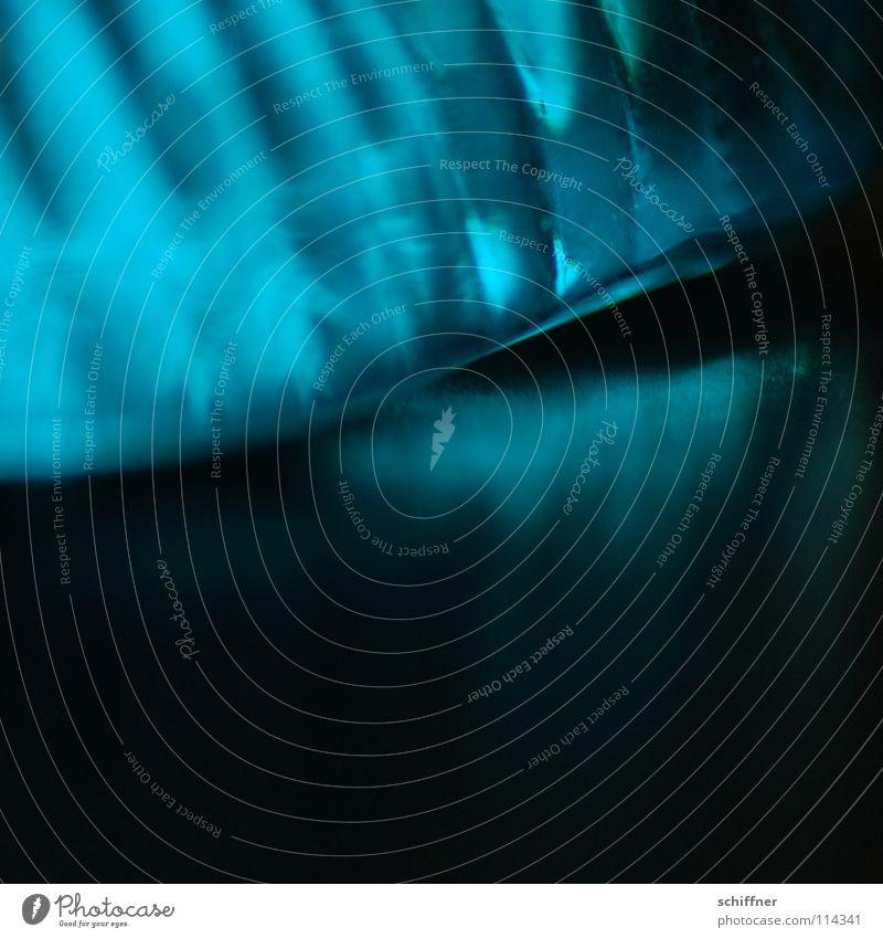 Bluelight abstrakt türkis schwarz Streifen Wellen Furche Beleuchtung schimmern Hintergrundbild Makroaufnahme Nahaufnahme Glasmuschel blau Reflexion & Spiegelung